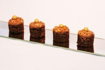 Brownie, nugátkrémmel és mogyorótörettel