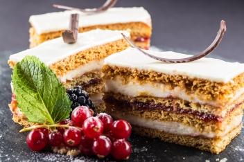 Fehér Csokis Málnás Mézes Krémes